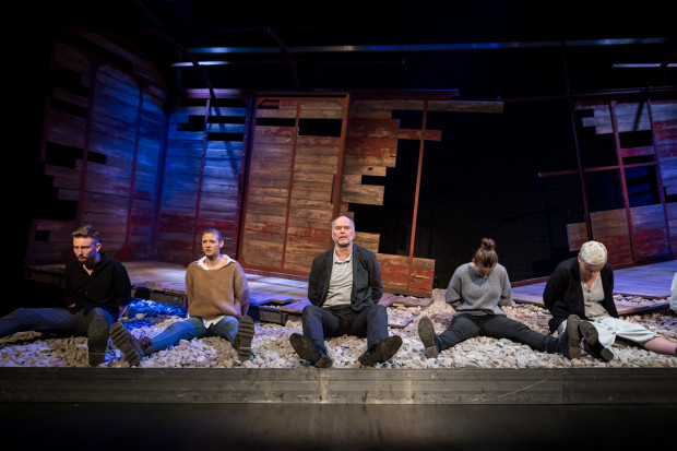 Rzecz dzieje się w nowej scenie Teatru Wybrzeże - Stara Apteka, dla której to teatralny debiut.