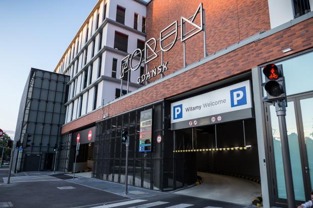 Od 1 grudnia osoby mieszkające lub pracujące w pobliżu Forum Gdańsk będą mogły wykupić tam abonament na parkowanie w cenie 300 zł miesięcznie.