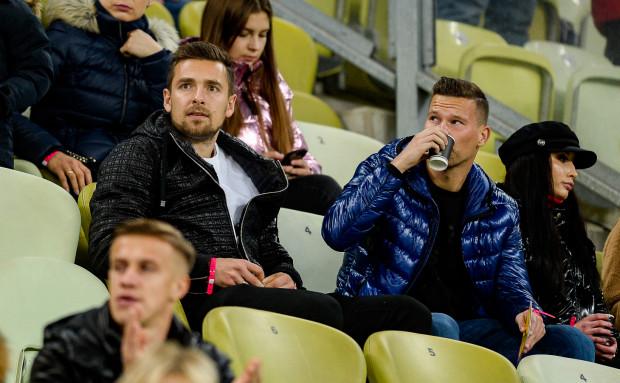 Artur Sobiech (z lewej) w reprezentacji Polski w 13 meczach strzelił 2 gole. Czwartkowe spotkanie z Czechami w towarzystwie Michała Maka oglądał z trybun.