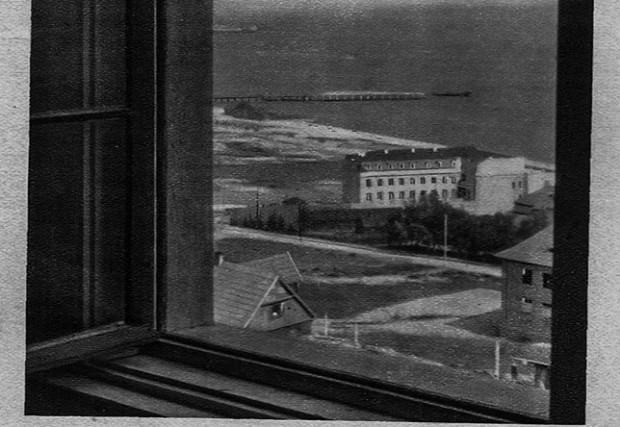 Widok z okna na port