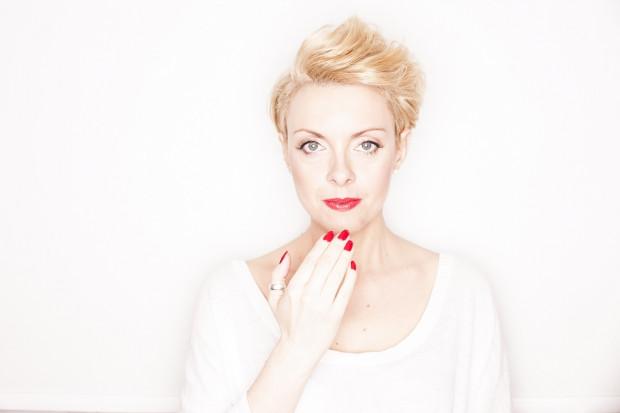 """Sabina Czupryńska jest autorką tomu opowiadań pt. """"Dziesięciu, którzy..."""", a także powieści: """"Kobiety z domu Soni"""",  """"Ta druga, słodka i ostra"""", """"Zawirowanie"""" i """"Jeszcze będzie przepięknie""""."""