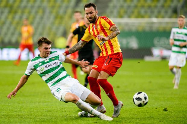 20-letni Karol Fila (z lewej) zbierał bardzo dobre recenzje na początku sezonu. Ostatnio stracił jednak miejsce w wyjściowym składzie Lechii. Chce je odzyskać po przerwie na mecze reprezentacji.