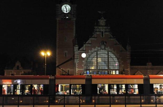 Do zdarzenia doszło na widocznym na zdjęciu przystanku tramwajowym w czwartkowy wieczór, ok. godz. 20.