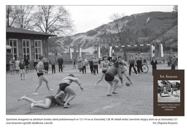 Uczniowie szkół podstawowych nr 12 i 14 na wspólnym boisku szkolnym przy ul. Kartuskiej 128 na Siedlcach. Lata 60.