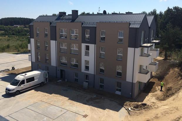 Osoby, które chcą samodzielnie wykończyć mieszkania powstałe w ramach programu Mieszkanie Plus w Gdyni, klucze do nich odebrać będą mogły już na początku przyszłego roku. Mieszkania oddawane jako wykończone dostępne będą kilka miesięcy później.