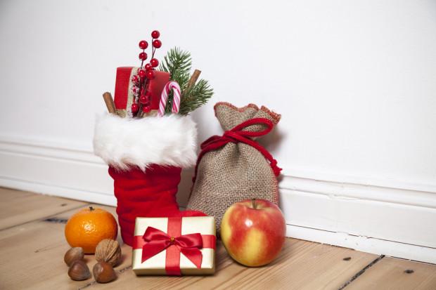 Warto w przypadku łakoci postawić na zdrowe przekąski: orzechy, owoce itp. i zrezygnować ze słodyczy, które nie są już rarytasem jak dawniej, ani nie stanowią ciekawego prezentu.