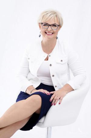 Związana z Trójmiastem autorka - Lidia Buksak - jest trenerem wystąpień publicznych i logopedą medialnym.