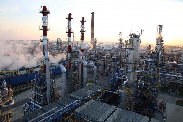 PKN Orlen rozpoczął najważniejszy etap przejęcia Grupy Lotos. Komisja Europejska zadecyduje o dalszych losach fuzji obydwu koncernów.