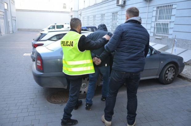 Policja łączy 31-latka z czterema włamaniami do rozmieniarek pieniędzy.