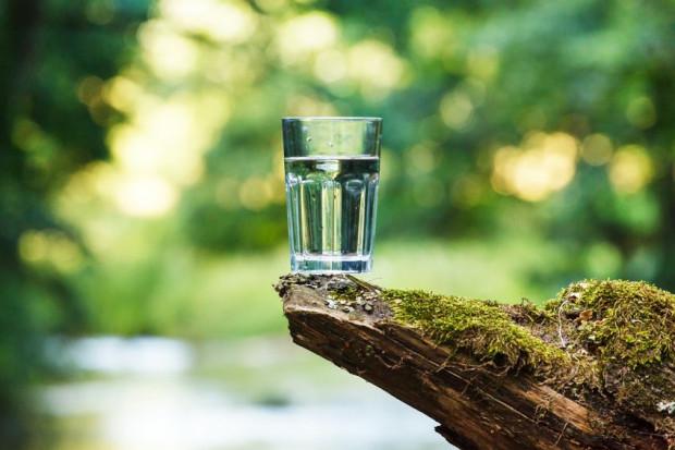 Dobrym źródłem magnezu jest też woda mineralna bogata w jego jony.