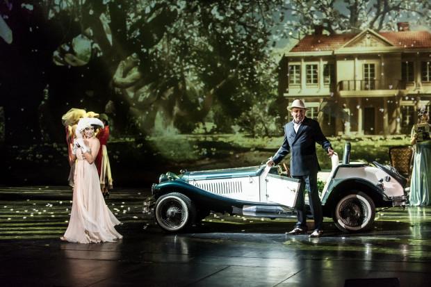 """Technologia 3D przygotowana przez studio Platige Image stanowi jednej z najlepszych punktów spektaklu """"Polita"""". Na zdjęciu Natasza Urbańska i Janusz Józefowicz."""