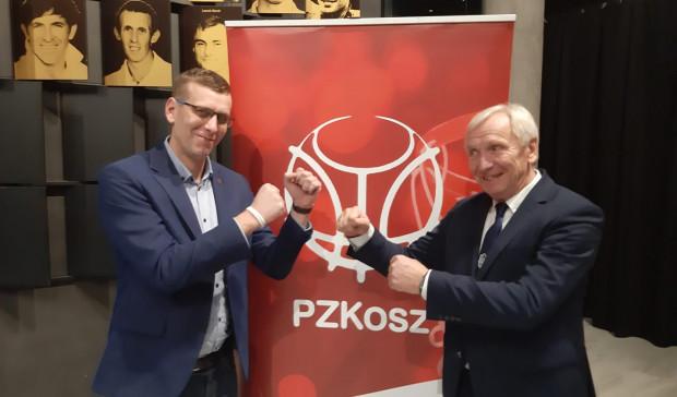 Syn Paweł Krawczyk (z lewej) i ojciec Mieczysław Krawczyk (z prawej) staną po przeciwnych stronach w derbach Trójmiasta koszykarek.
