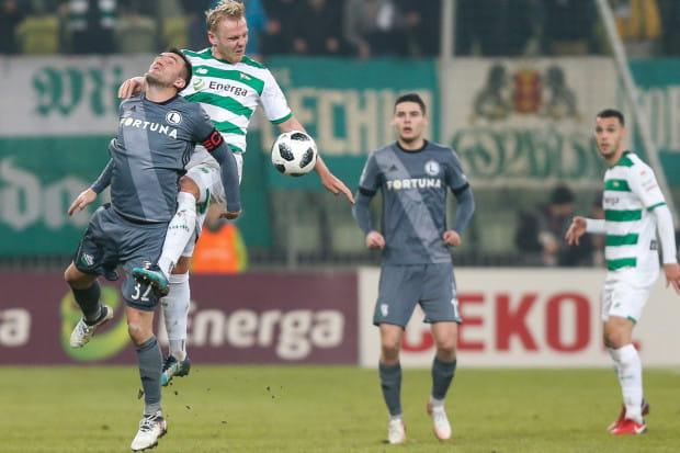 Lechia przeciwko Legii ma zademonstrować swoją grę, której istotnymi elementami są nieustępliwość, skuteczność, organizacja i porządek na boisku. Na pierwszym planie Daniel Łukasik i Miroslav Radović.