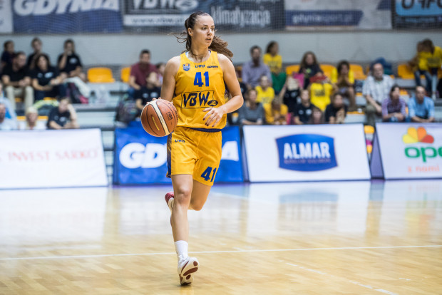 Barbora Balintova zdobyła 18 punktów i była najskuteczniejszą koszykarką derbów.