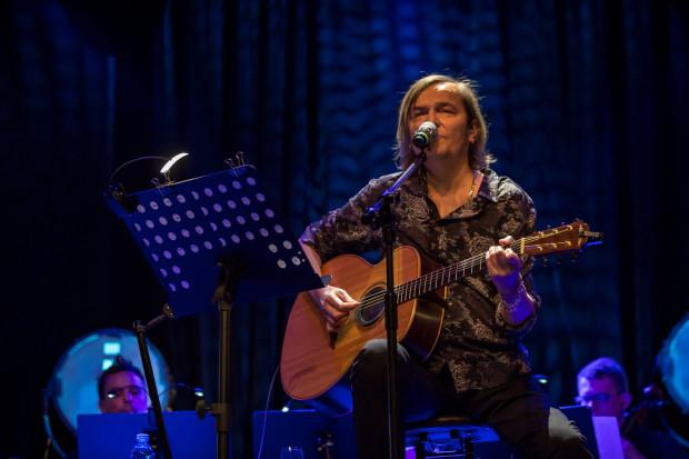 Robert Gawliński zastąpił na gitarze chorego syna, który nie pojawił się na koncercie.