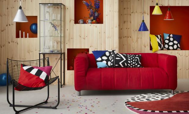 W kolekcji GRATULERA kultowa sofa KLIPPAN zyska nowe pokrycia w kolorach jasnożółtym, ogniście czerwonym i niebieskim w odcieniu kobaltu.