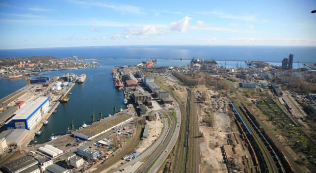 Kolejarze zakładali, że za prace przy remoncie torowisk w porcie w Gdyni zapłacą 1,1 mld zł. Jednak najniższa cenowo oferta Budimeksu opiewała na kwotę 1,96 mld zł.