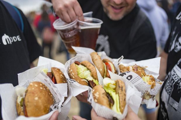 Po początkowym zachwycie burgerami i frytkami, zaczęły powstawać trucki z bardziej różnorodnym jedzeniem. Ostatnio najbardziej popularnymi stały się dania z pastrami czy z kuchnią azjatycką.