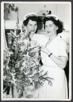 Stewardesy przy choince na pokładzie m/s Batory, 1956-1968