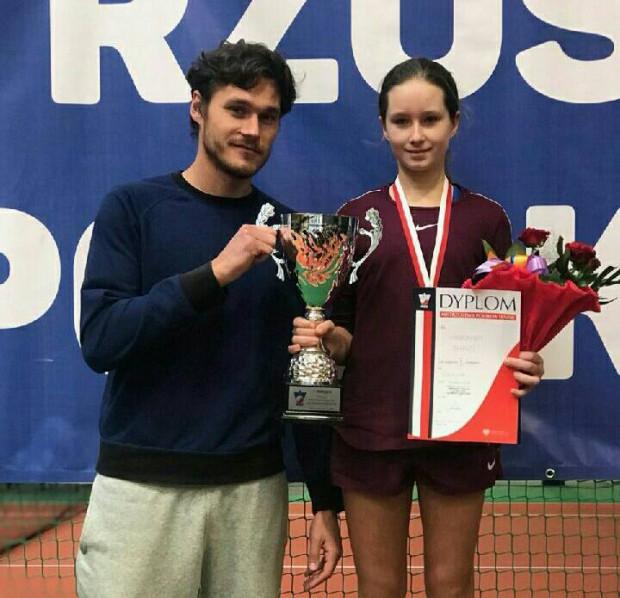 Weronika Ewald wraz z trenerem Siergiejem Mychaiłowem.