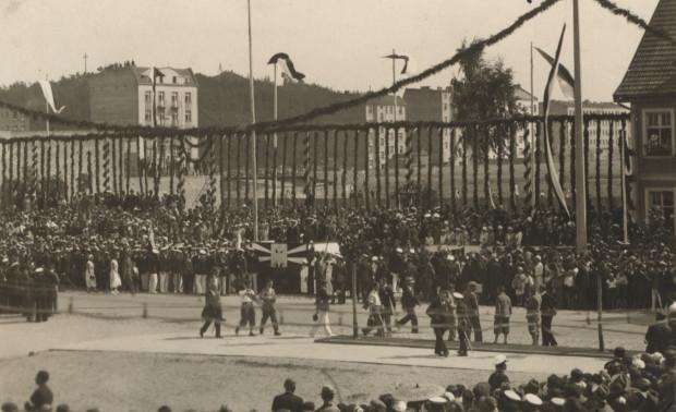Trybuna honorowa przy ul. 10 Lutego w czasie Święta Morza, 31.07.1932 r.