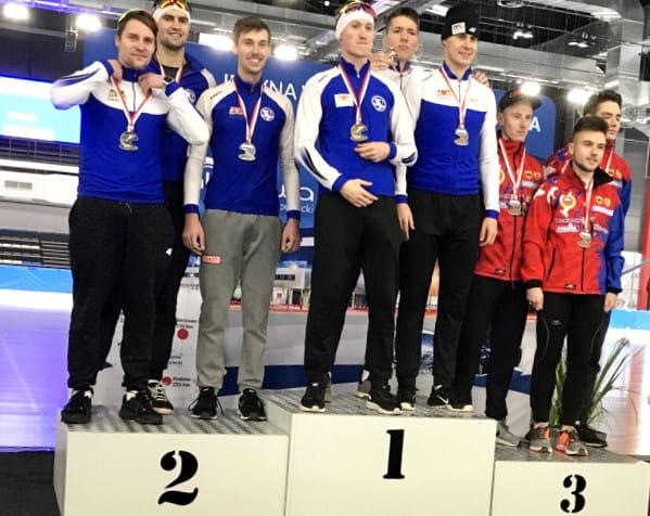Złota i srebrna drużyna Stoczniowca w wieloboju sprinterskim na 3 i 8 okrążeń.