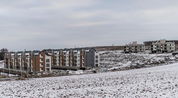 Zdjęcie osiedla wykonane 4 lata temu. Z prawej strony widać budynki, które zostaną zburzone przez nowego właściciela.