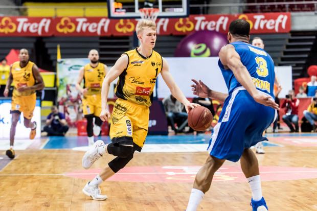 Łukasz Kolenda był najskuteczniejszym koszykarze Trefla w meczu z Kingiem.