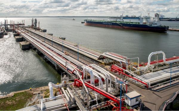 Nowy kontrakt Lotosu dotyczy dostaw nie mniej niż siedmiu ładunków amerykańskiej ropy naftowej. Na zdjęciu Naftoport.