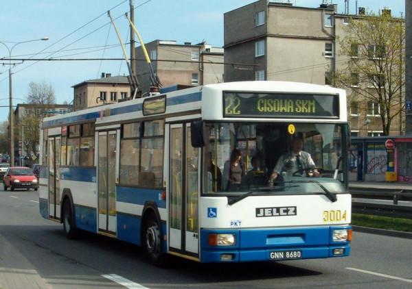 Tak prezentował się trolejbus Jelcz M121E, gdy jeździł po ulicach Gdyni. W 2015 roku został sprzedany za 7,5 tys. zł do miasta Łuck  na Ukrainie.