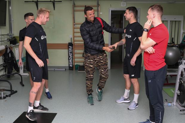 Piłkarze Lechii w poniedziałek spotkali się po urlopach. Do środy włącznie przechodzić będą testy, a normalne treningi rozpoczną w czwartek.