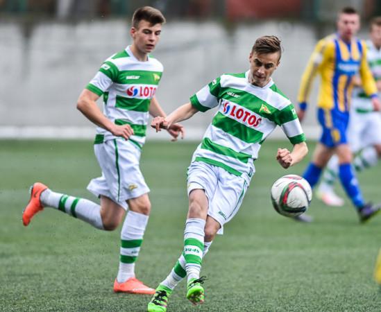 Juliusz Letniowski grał w Lechii Gdańsk przez blisko 14 lat. Klub pozwolił mu odejść za 6 tys. zł. Obecnie Lech Poznań zapłacił za pomocnika 50 razy więcej.