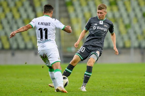 """Mateusz Sopoćko (z prawej) miał dobre wejście do ekstraklasy, ale od listopada nie było dla niego miejsca nawet w """"18"""" Lechii Gdańsk."""