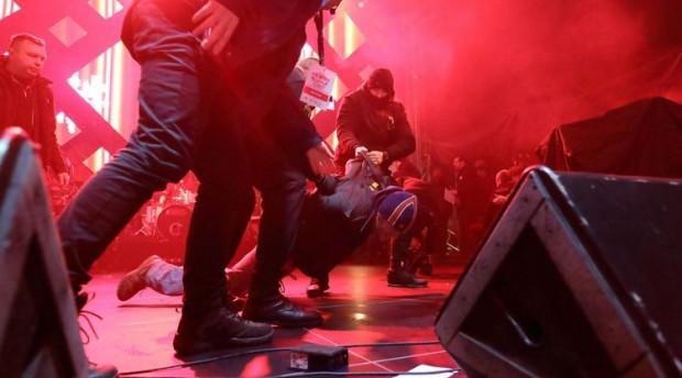 Moment zatrzymania napastnika po ataku na Pawła Adamowicza.