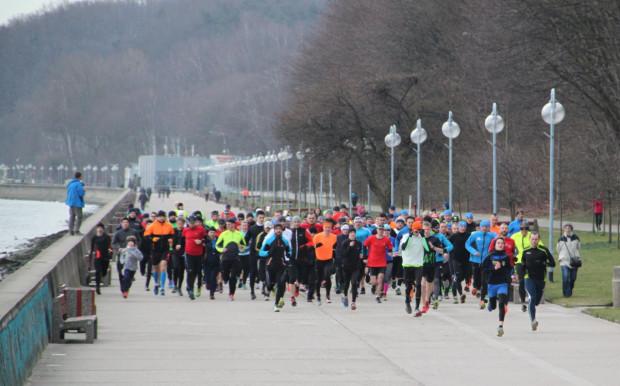 Z trzech parkrunów, które co sobotę odbywają się w Trójmieście, biegacze pojawią się tylko w Gdyni. Organizatorzy apelują o stonowane kolorystycznie stroje.