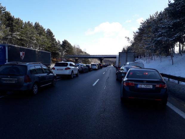 Korek po kolejnej kolizji na obwodnicy w Osowej, w stronę A1.