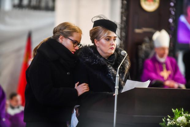 Wdowa po zmarłym prezydencie Magdalena Adamowicz (po prawej) i córka Antonina.