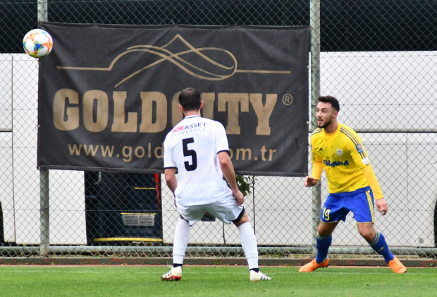 Michael Olczyk (z prawej) w juniorach Schalke grał m.in. z Leroy'em Sane. Manchester City wykupił napastnika za około 50 milionów euro. Natomiast obrońca trapiony kontuzjami próbuje potwierdzić talent i odbudować formę w Arce Gdynia.
