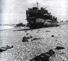 Pobojowisko na francuskiej plaży.