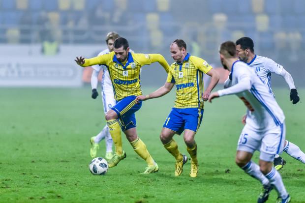 Luka Zarandia (z piłką) i Rafał Siemaszko strzelili zwycięskie gole dla Arki Gdynia w trzecim sparingu w Turcji. Trzecia drużyna ligi ukraińskiej pokonana 2:0.