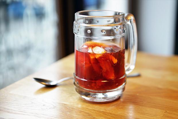 Herbata z malinami, rozmarynem, grejpfrutem i pieprzem.