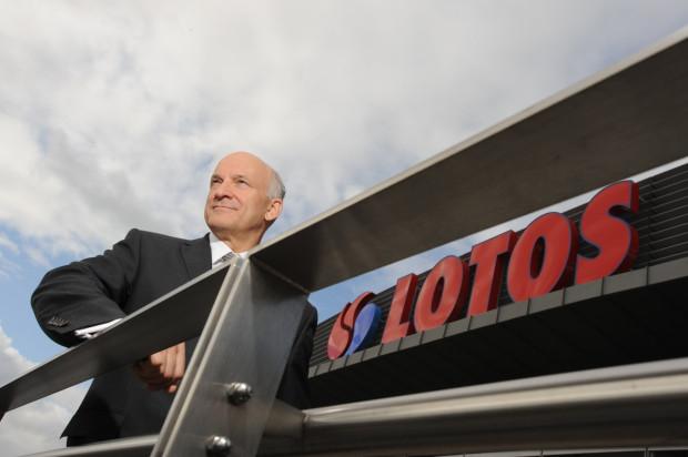 Paweł Olechnowicz pełnił funkcję prezesa zarządu Lotos SA nieprzerwanie od 12 marca 2002 roku. Stracił to stanowisko w 2016 roku.