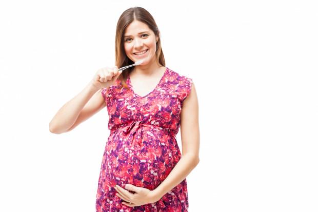Dbanie o zęby w trakcie ciąży to przede wszystkim odpowiednia higiena jamy ustnej.