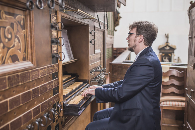 W niedzielę 3 lutego o godz. 19 w salezjańskim kościele parafialnym p.w. Św. Jana Bosko na gdańskiej Oruni będzie można posłuchać, jak brzmią tamtejsze organy po renowacji. Podczas koncertu wystąpi m.in. Andrzej Szadejko (na zdj.).