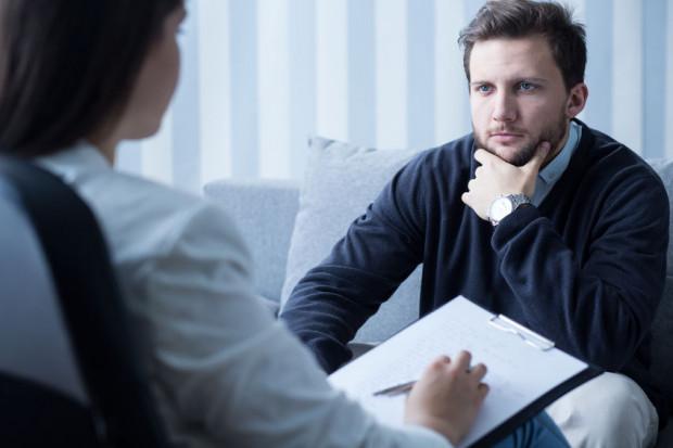 Rozmowy z psychologami miały charakter wspierający i pomogły wskazać dzwoniącym, co robią prawidłowo, a na co warto zwrócić jeszcze uwagę. Podczas wtorkowego dyżuru, takich rozmów przeprowadzono kilkadziesiąt.