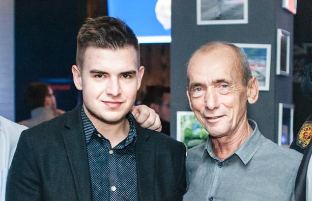 Krystian Plech (z lewej) pierwsze kontaktu w żużlu uzyskał dzięki tacie Zenonowi (z prawej), jednemu z najlepszych polskich zawodników w historii. Szybko jednak zapracował na własną markę jako menedżer.