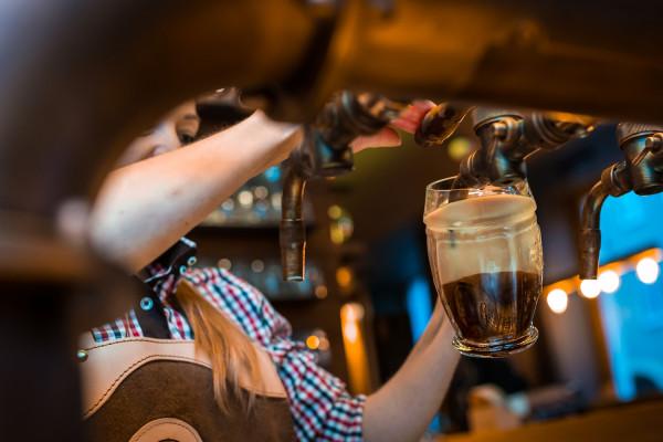 Przede wszystkim napijemy się tu sztandarowego piwa Kozel, serwowanego na różne sposoby - każdy zależy od poziomu nagazowania piwa oraz goryczki.