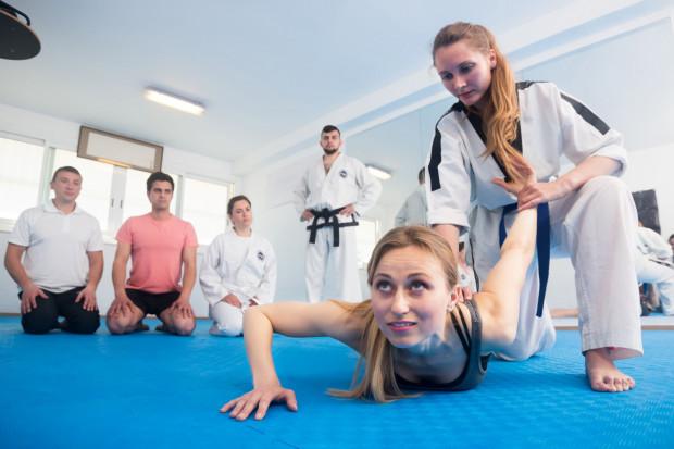 Sztuki walki uczą przede wszystkim samoobrony, a co za tym idzie, zwiększają pewność siebie. Ponadto poprawiają ogólny rozwój fizyczny oraz koordynację ciała.