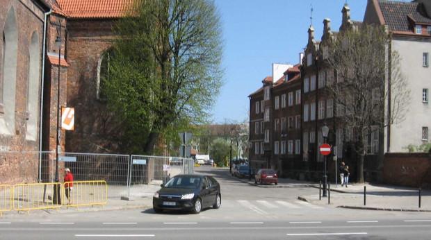 Od piątku samochody i piesi mogą bez przeszkód poruszać się przy kościele św. Katarzyny.