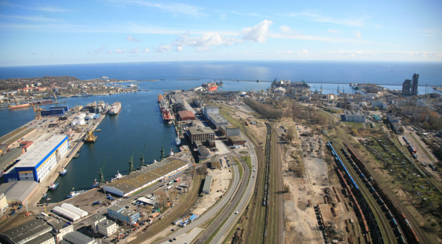 Port Gdynia jest bardzo wrośnięty w miasto i brakuje mu terenów inwestycyjnych.
